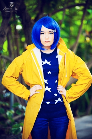 it_s_coraline__coraline_jones_by_pikurusu_cosplay-d733cm3